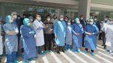 الأطباء يحتجون