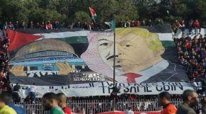 لافتة الجماهير الجزائرية