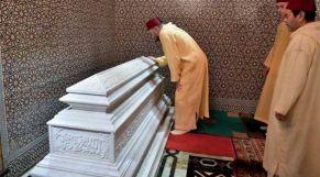 الملك في ضريح محمد الخامس