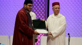 تتويج الفائزين بمسابقة القرآن