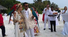 مغربية وزوجها في بمالديف