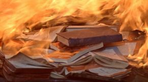 كتب تحترق