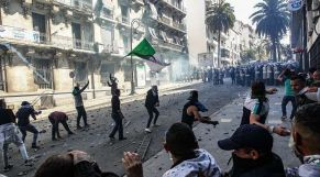 مواجهات الجزائرين والشرطة 1