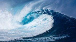 موجة عاتية