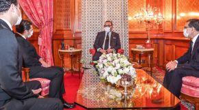 الملك محمد السادس بالقصر الملكي بالدار البيضاء