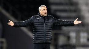 المدرب الفرنسي بيرنارد كازوني