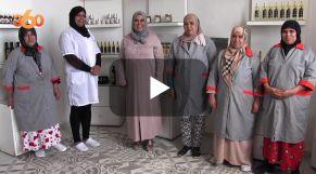 cover vidéo :Le360.ma •فاطمة المحني.. قصة امرأة عصامية نجحت في مجال تعاونية الأركان ضواحي أكادير