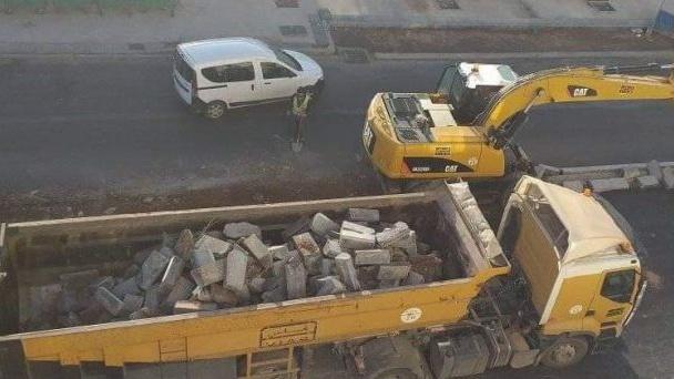Des bulldozers pour libérer des chaussées à Agadir.