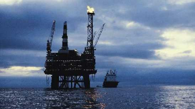 Prospection pétrolière en haute mer.