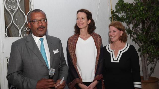 Dwight L. Bush, ambassadeur des Etats-Unis, à Rabat.Mme Ann Meceda,Consule Politique et Social.Andrea Appell,directrice de Dar America.