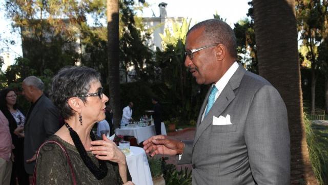 Kathy Kriger et Dwight L. Bush, ambassadeur des Etats-Unis, à Rabat.