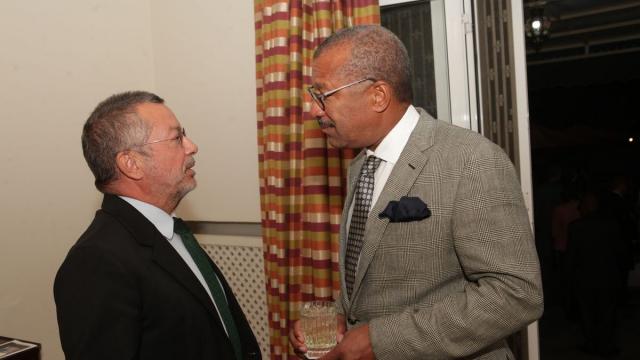 Amine Kabbaj,architecte et vice président exécutif de marrakech Biennale et Dwight Bush, l'ambassadeur des Etats-Unis au Maroc.