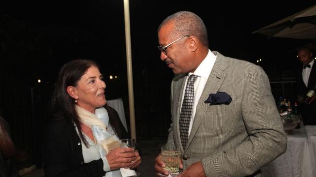 Ikram Kabbaj,sculpteur et Dwight Bush, l'ambassadeur des Etats-Unis au Maroc.