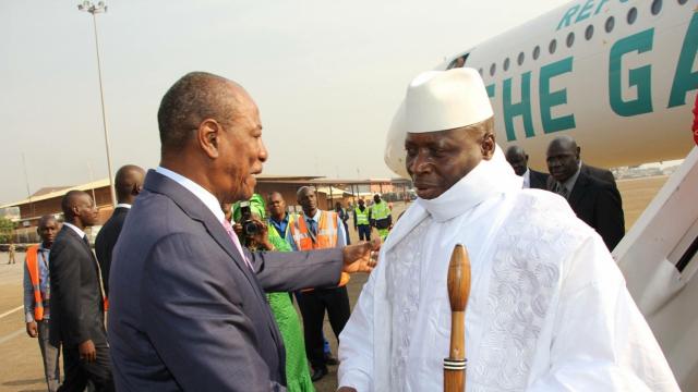 """Gambie-Guinée: le """"vieux père"""" Alpha Condé joue la carte de la sagesse africaine"""