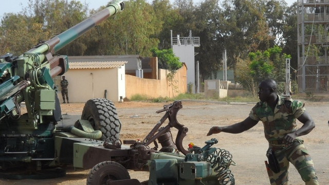 Gambie: la classe politique sénégalaise divisée sur une éventuelle intervention militaire