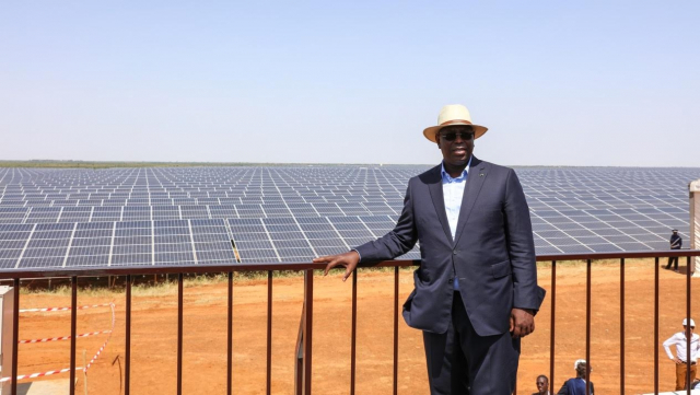 """Sénégal: """"le Seigneur des panneaux"""" décrète une baisse de 10% du prix de l'électricité"""