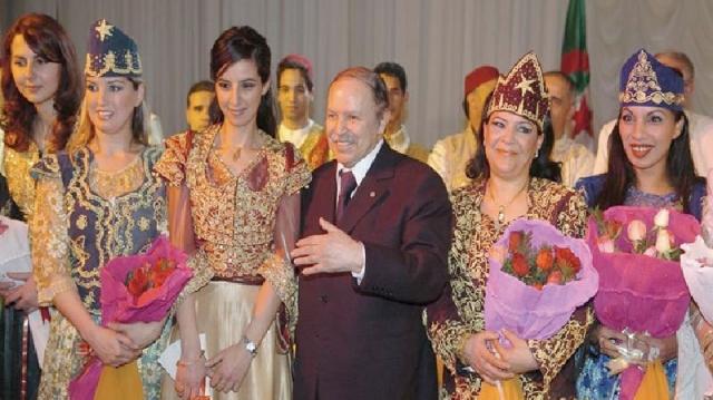 Bouteflika avec des femmes
