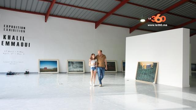 Cover Vidéo... Le photographe Khalil Nemmaoui installe ses œuvres au comptoir des mines à Marrakech
