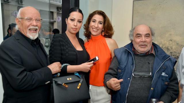 :L'artiste Mohamed Melihi et son épouse Khadija Melihi, Nadia Amor / Directrice de la galerie d'art L'Atelier 21, l'artiste Mohamed Abouelouakar
