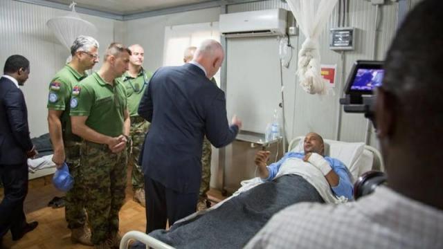 Peter Thomson au chevet des Casques bleus marocains blessés en Centrafrique2