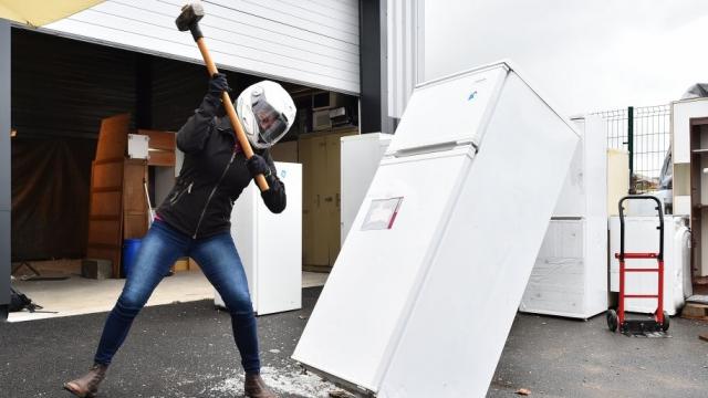 Fracasser un frigo