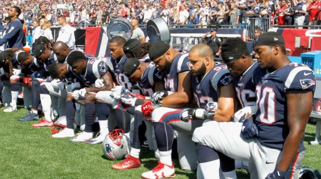 Joueurs de la NFL défiant Trump