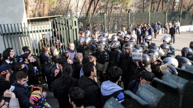 Iran, affrontements étudiants police