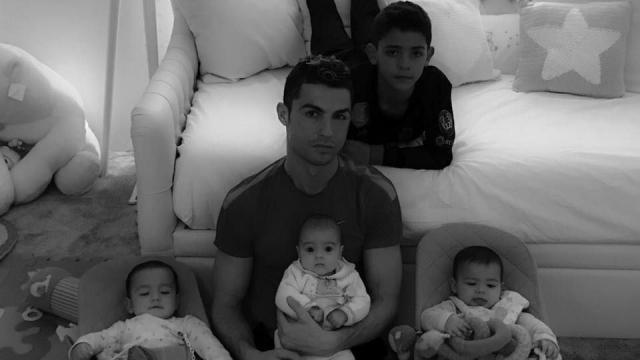 Cristiano Ronaldo avec ses enfants