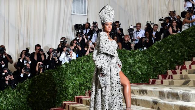 Rihanna dans le rôle de la papesse
