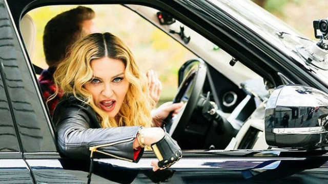 Madonna en voiture