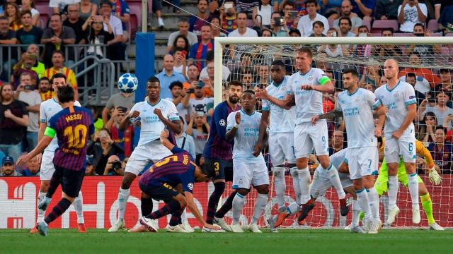coup franc de Messi contre PSV