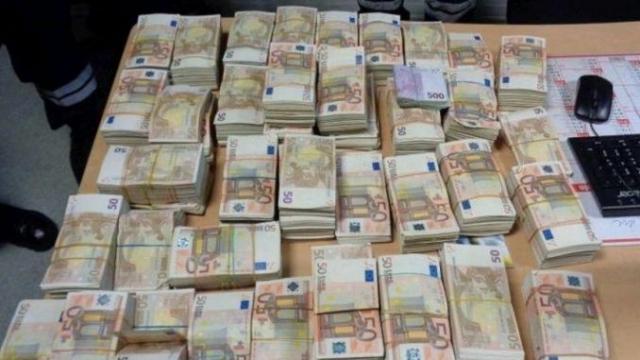 Algérie et Tunisie: le trafic de devises s'intensifie dans les deux pays