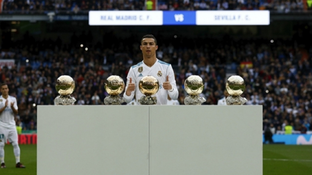 Les 5 Ballons d'or de Ronaldo