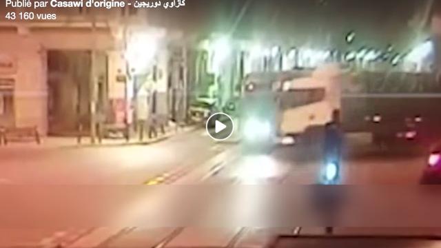 Vidéo. Accident du tram de Casa: un camion sortant de nulle part et boom!