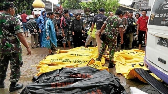 Le tsunami a fait au moins 281 morts en Indonésie