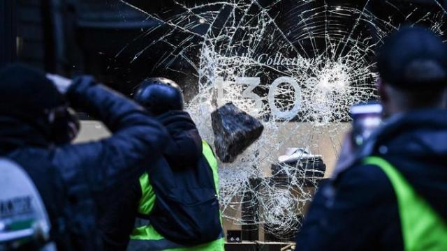Affrontements dans les avenues de Paris, samedi 1er décembre 2018.