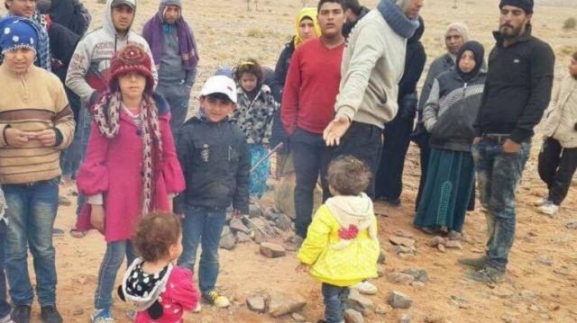 Syriens dans le désert