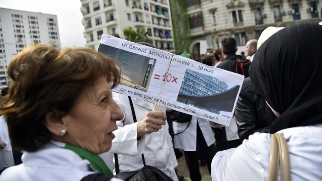 Lors de la marche du personnel de la santé contre le régime Bouteflika, le mardi 19 mars à Alger