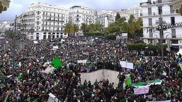Les Algériens manifestent contre Gaïd Salah et le régime, vendredi 29 mars 2019.