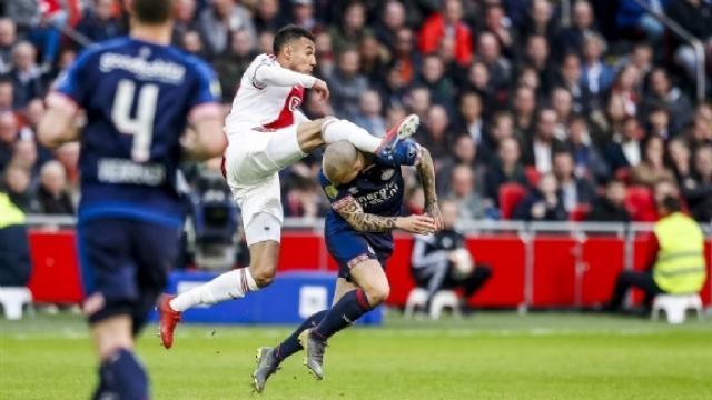 Mazraoui vs PSV
