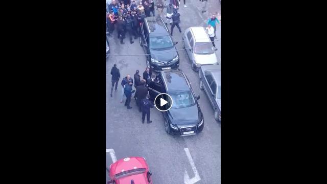 Vidéo. Algérie: le wali d'Alger prend la fuite face à une foule en furie
