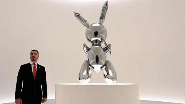 Un lapin de Jeff Koons bat un record de vente pour un artiste vivant