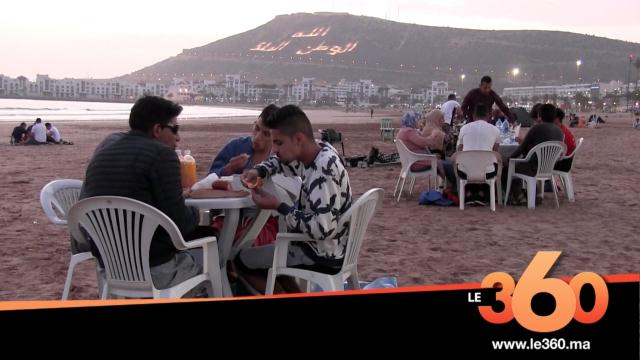 Cover Vidéo - أجواء الإفطار على شاطئ أكادير تستهوي العائلات المغربية