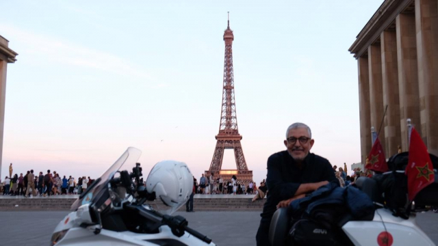 Aboufirass à Paris (Tour Eiffel)