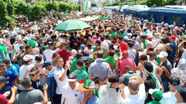 Vidéo. Algérie. 21e vendredi: après l'euphorie du foot, retour aux manifestations
