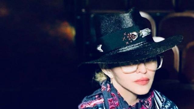 Madonna chapeau Youssef Lahlou