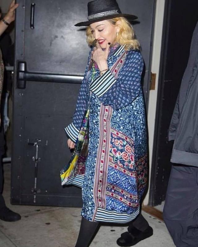Madonna qui porte un chapeau Youssef Lahlou