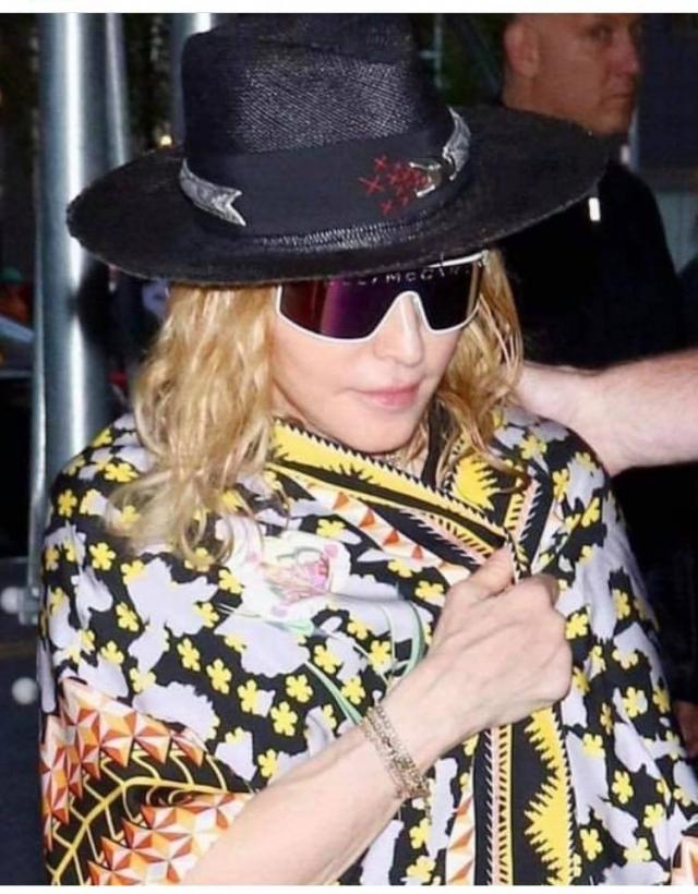 Madonna porte un chapeau Youssef Lahlou