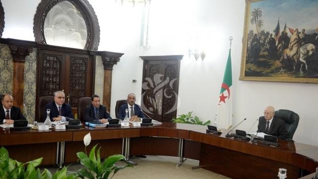 Algérie: deux projets de loi pour accélérer l'organisation d'élection