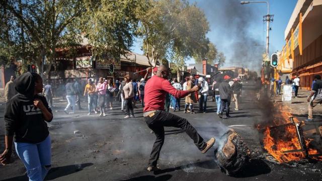 Afrique du Sud: le bilan des violences xénophobes passent à 15 morts, selon la police